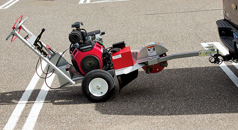 Right View of the 620-20HE and 620-25KE 620 Series Electric Start Stump Grinder Tow Bar